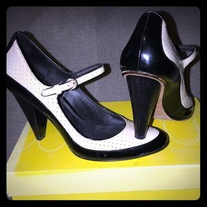 Fabulous Cream/Blk Patent Peg Heel Pumps, 6.5 EUC